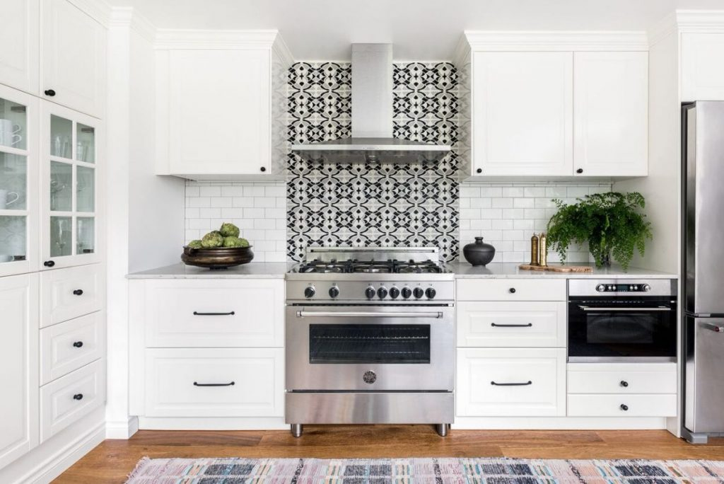 Ideas for a White Kitchen – 6 Intriguing Schemes that are Bright, Beautiful, and Will Never Go Out of Style!